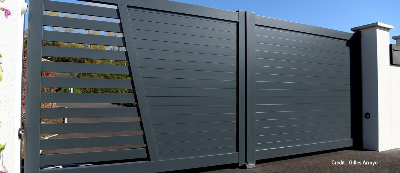 clotures aluminium with clotures aluminium cltures en aluminium sur mesure de haute qualit. Black Bedroom Furniture Sets. Home Design Ideas